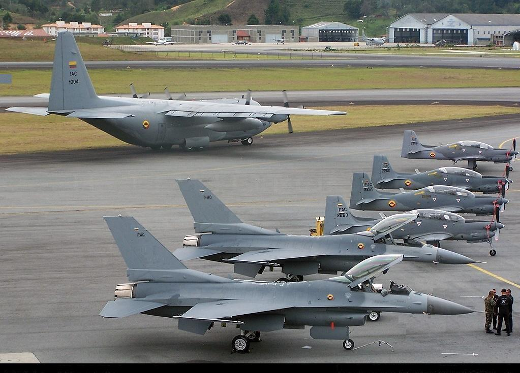 16s parked at a ...F 16 Colombie