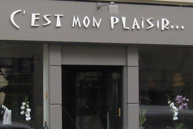 Fachada del Restaurante C'est mon plaisir en la calle rue Falguiere en Paris
