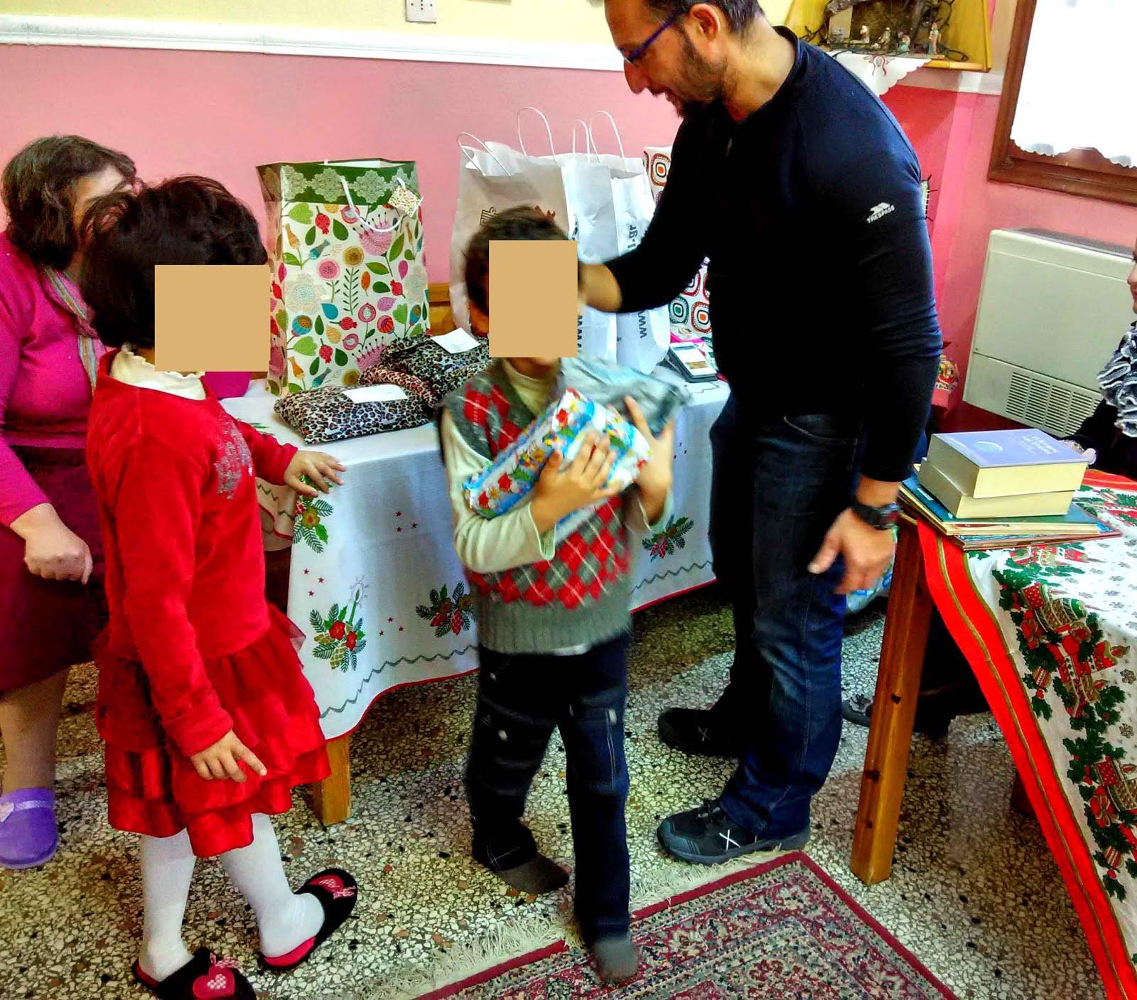 Δίνουμε δώρα, παιχνίδια, παιδικά ρούχα, παπούτσια και βιβλία  στα παιδιά του ορφανοτρ