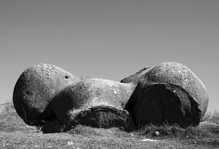Misteri Trovants.., Batu yang dapat tumbuh....!!!| http://poerwalaksana.blogspot.com/