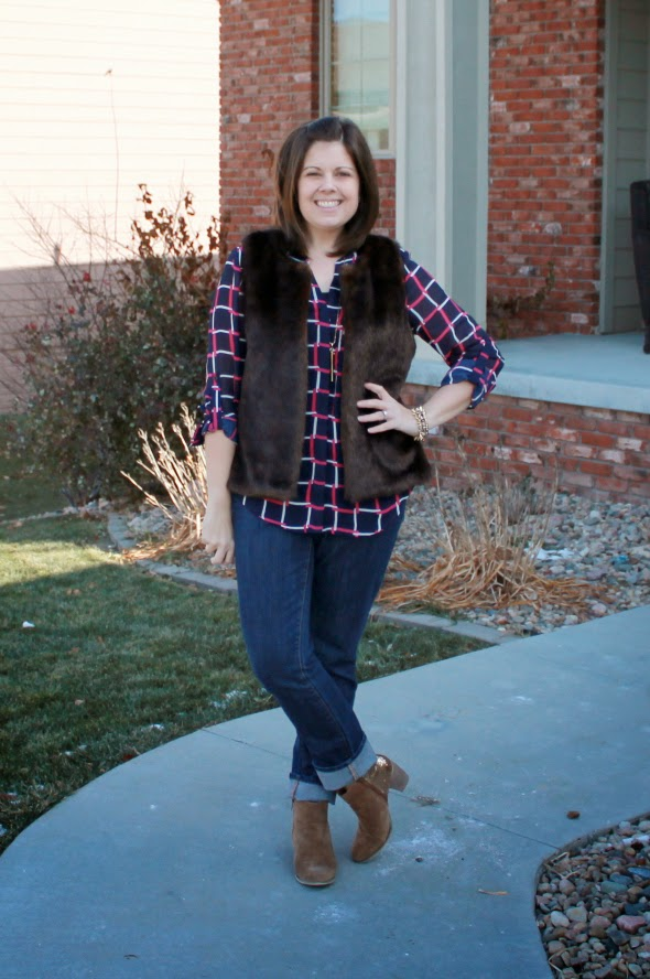 Fur vest, pattern shirt, cuffed jeans, cute shoes - perfect outfit for a casual Christmas Party