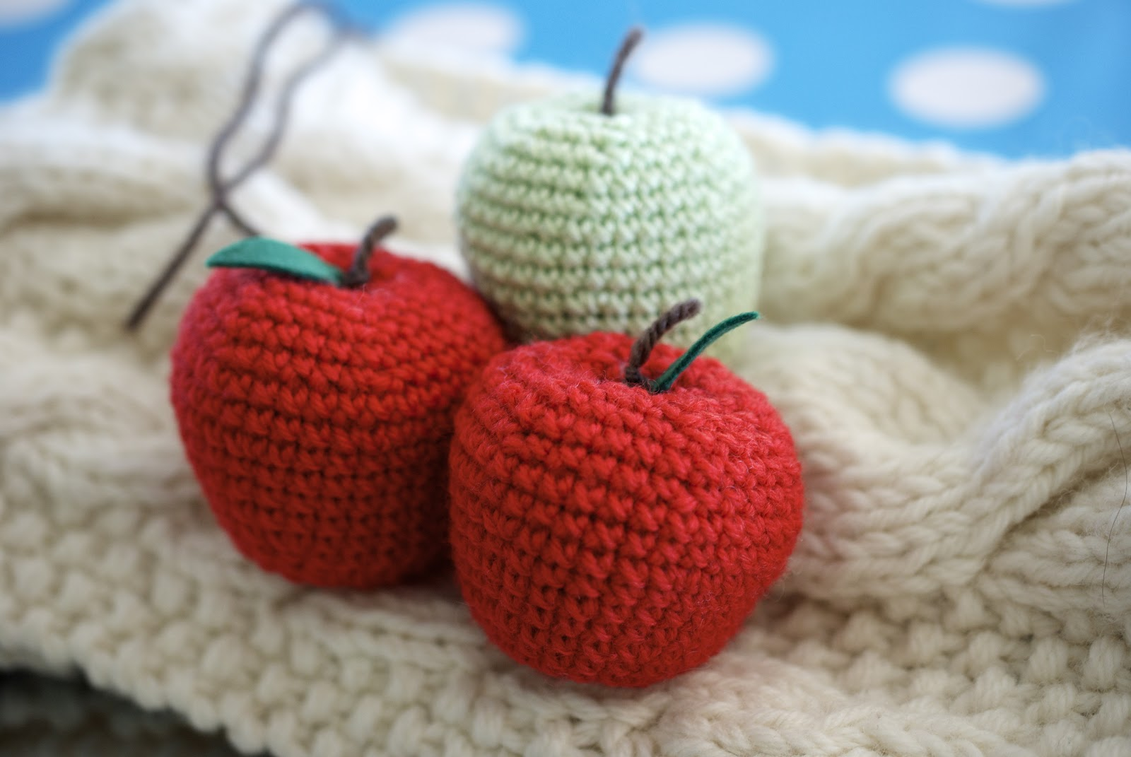 Greedy For Colour: How to Crochet an Apple.
