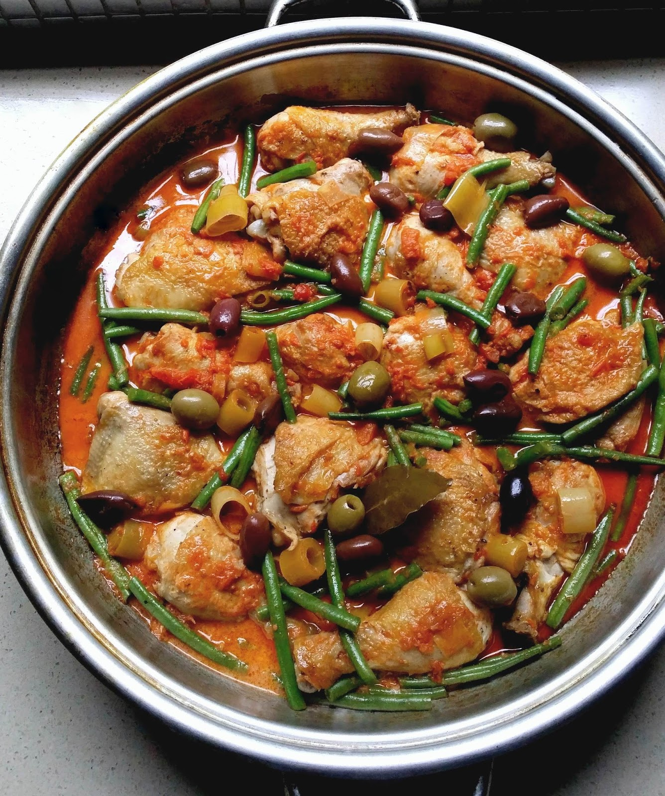 Low-Carb Paprika Chicken with Tomatoes, Green Beans and Olives