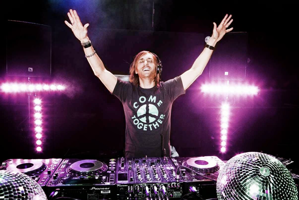 Davil-Guetta-Labor-Day-Events-2014-Live-Performance