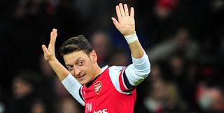 Mesut Ozil Percaya Arsene Wenger Bisa Jadikan Dirinya Pemain Terbaik