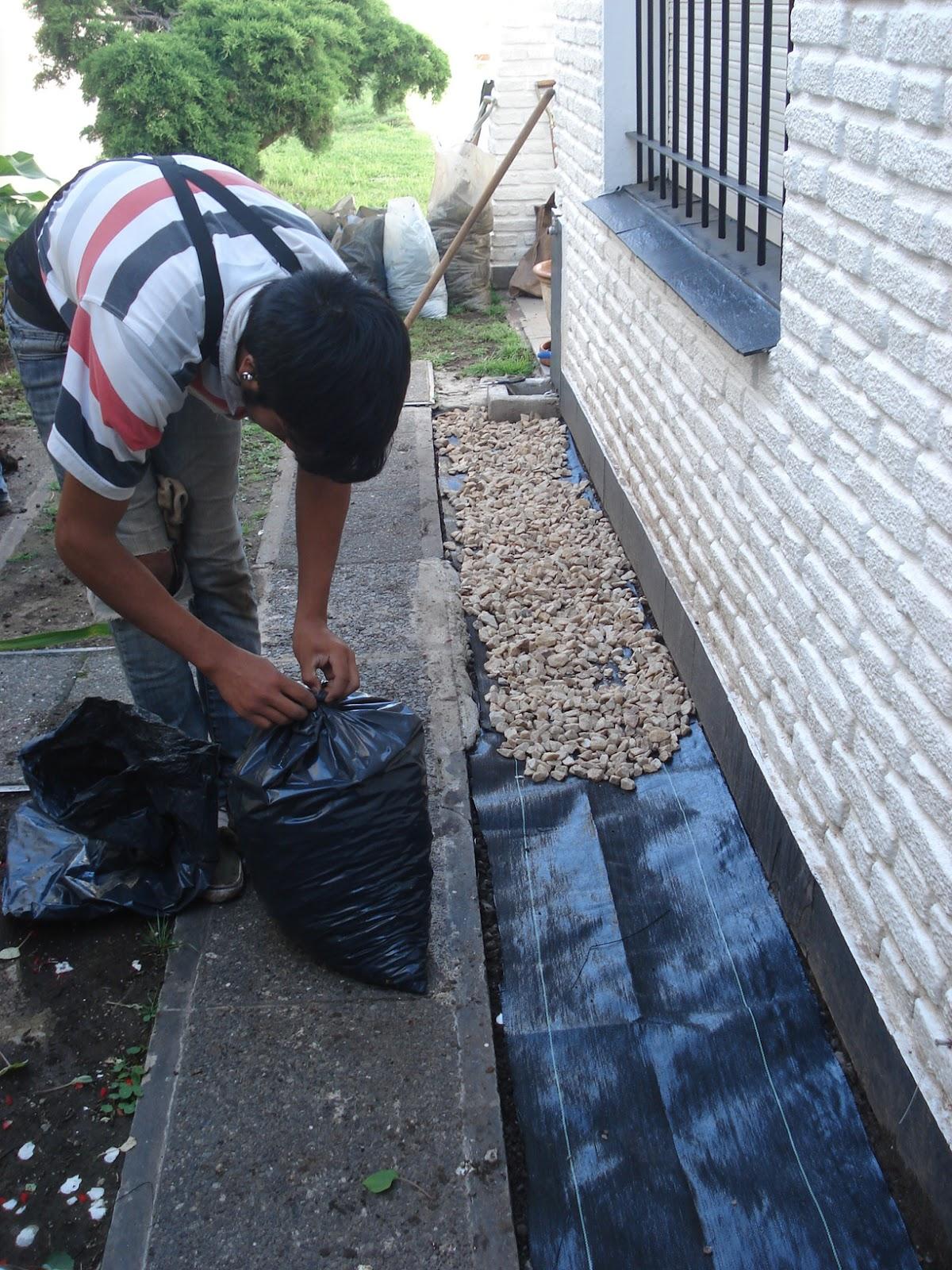 Reverdir jardineria y paisajismo geotextil en for Jardines secos diseno
