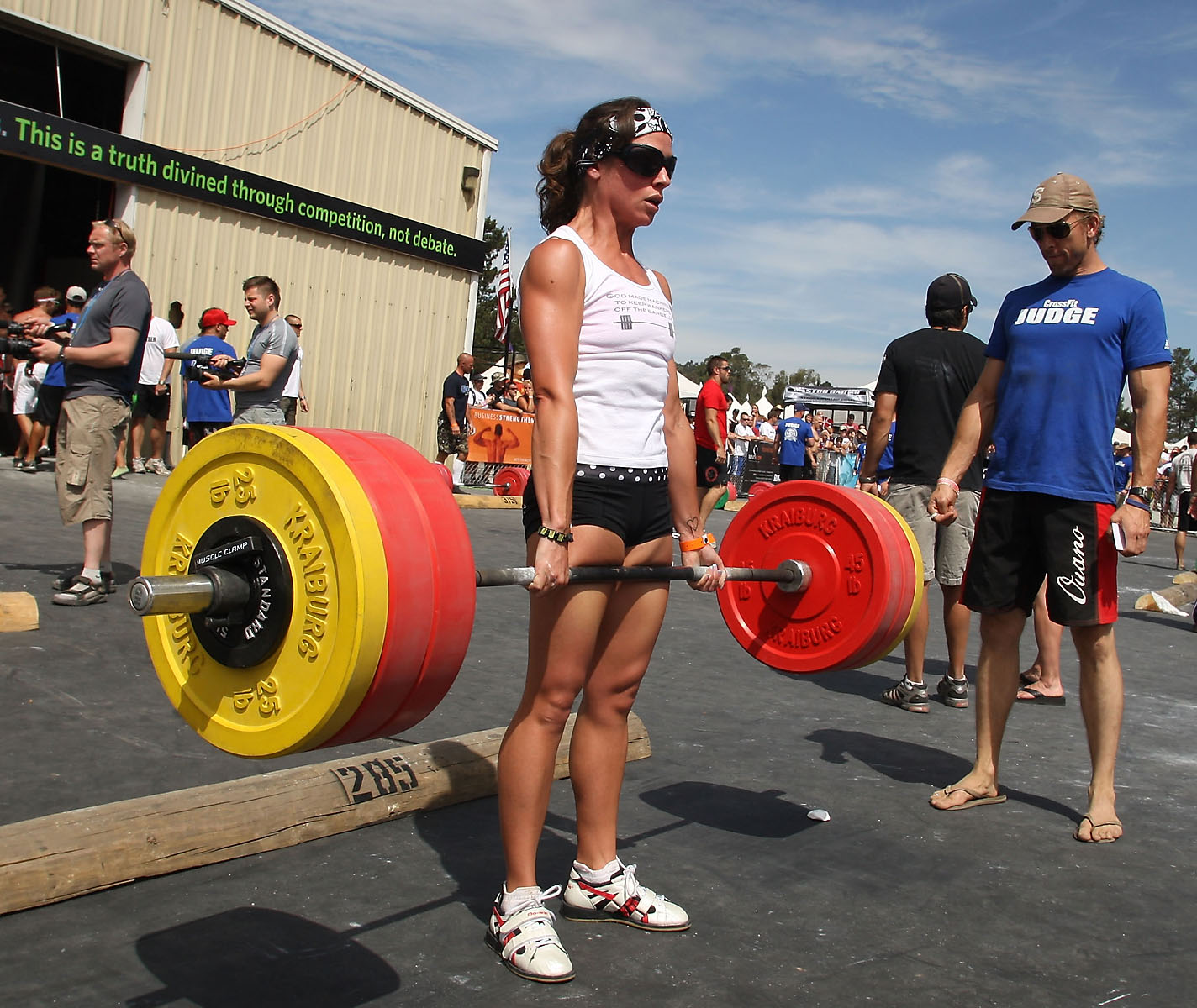 The rockzone 12 02 29 deadlifts baby jolie gentry deadlifting at the 08 crossfit games or 09 10 im not sure falaconquin