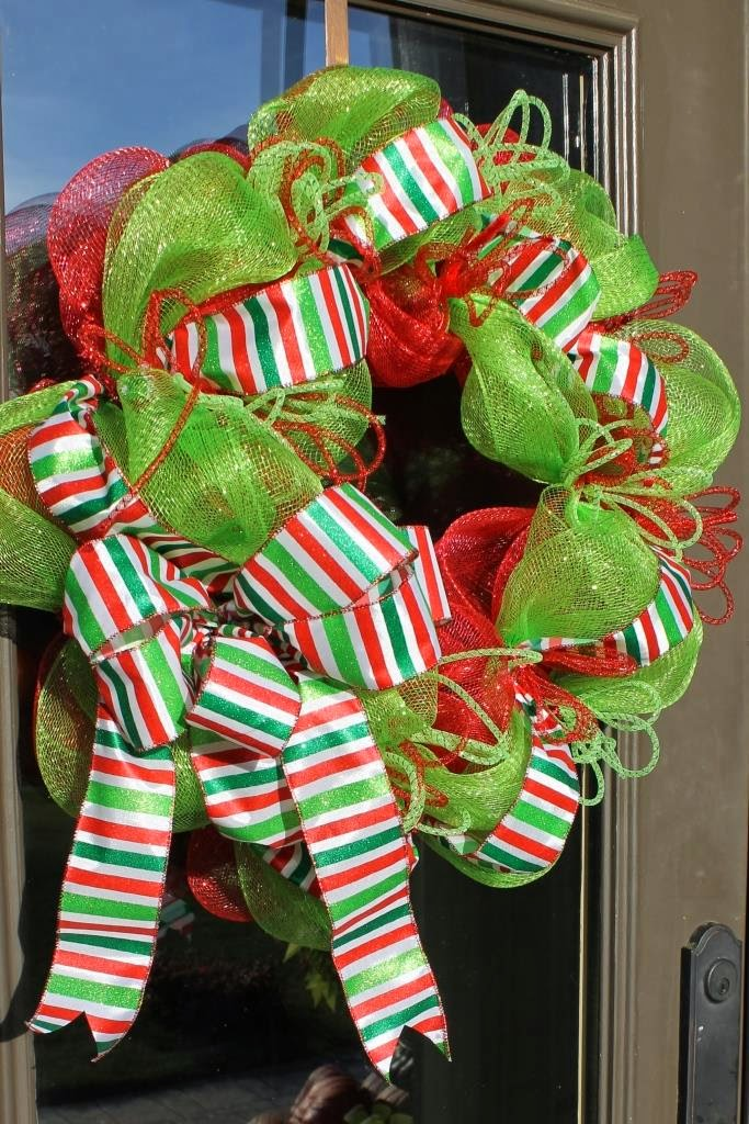 Mesh wreath tutorial a wreath with the traditional colors of