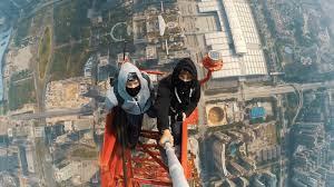 Arriscando a vida a 660 metros de altura