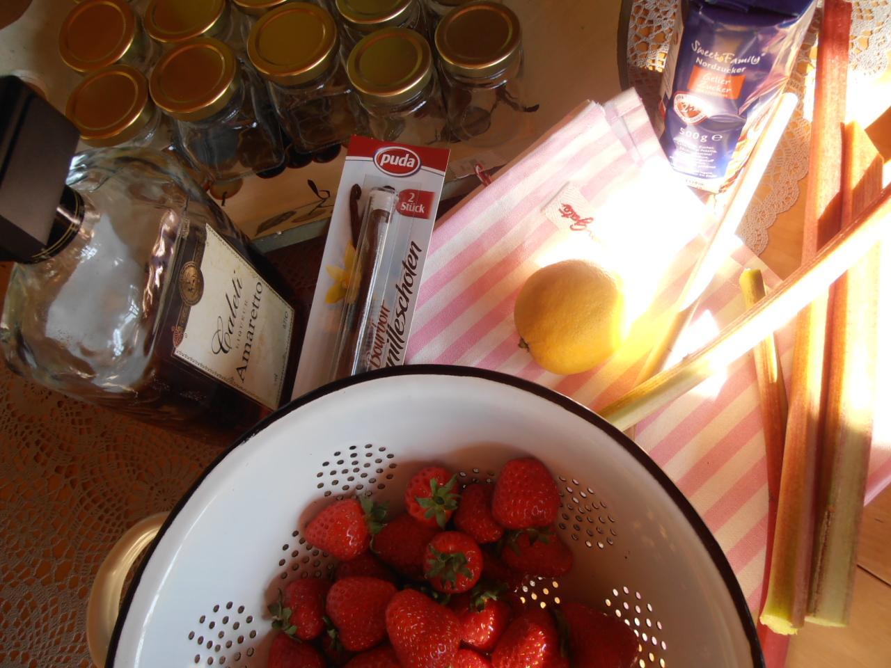 sweet home rosa lia erdbeer saison marmelade kochen mit rhabarber und vanille. Black Bedroom Furniture Sets. Home Design Ideas