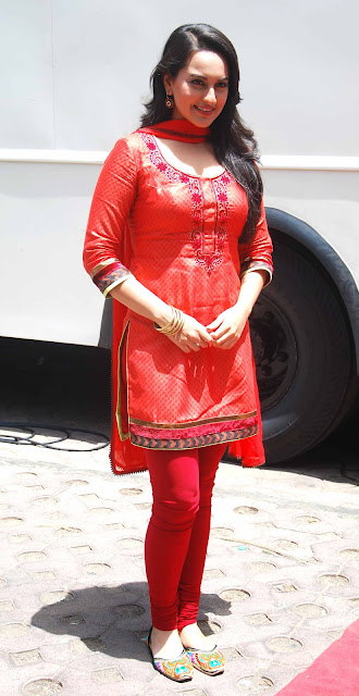 Sonakshi sinha red churidar hot pic - Sonakshi sinha ReD hot Churidar pics