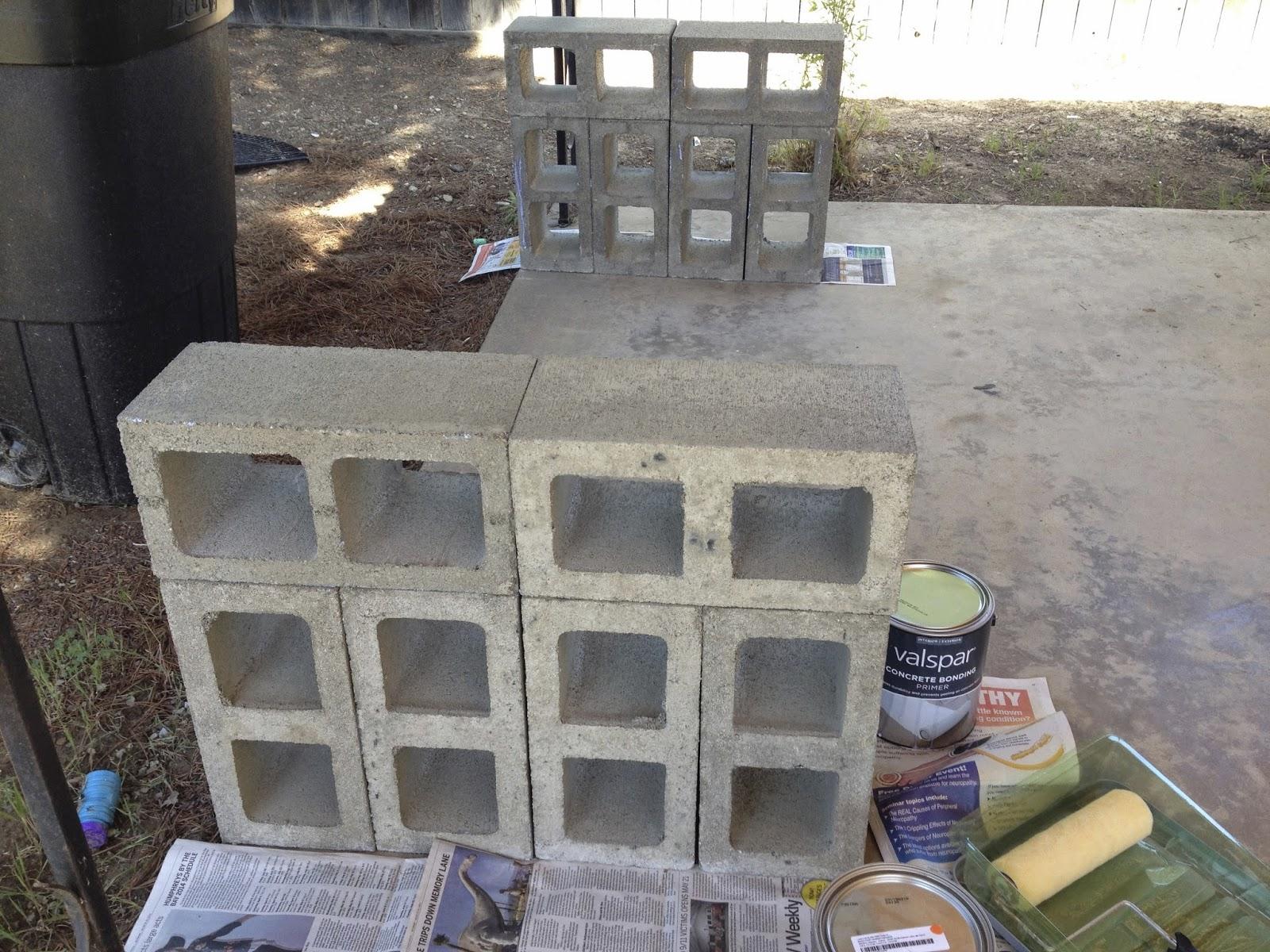 Owl right cinderblock bench for Sillones de madera para jardin