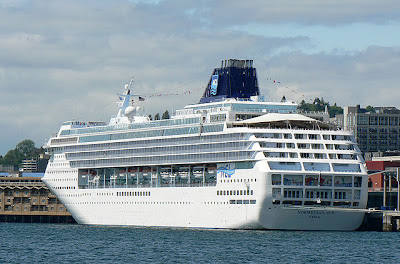 210 cruise ship visits brought 886,039 passengers to Seattle in 2008