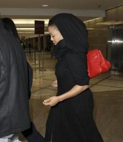 جانيت جاكسون تظهر لاول بالحجاب