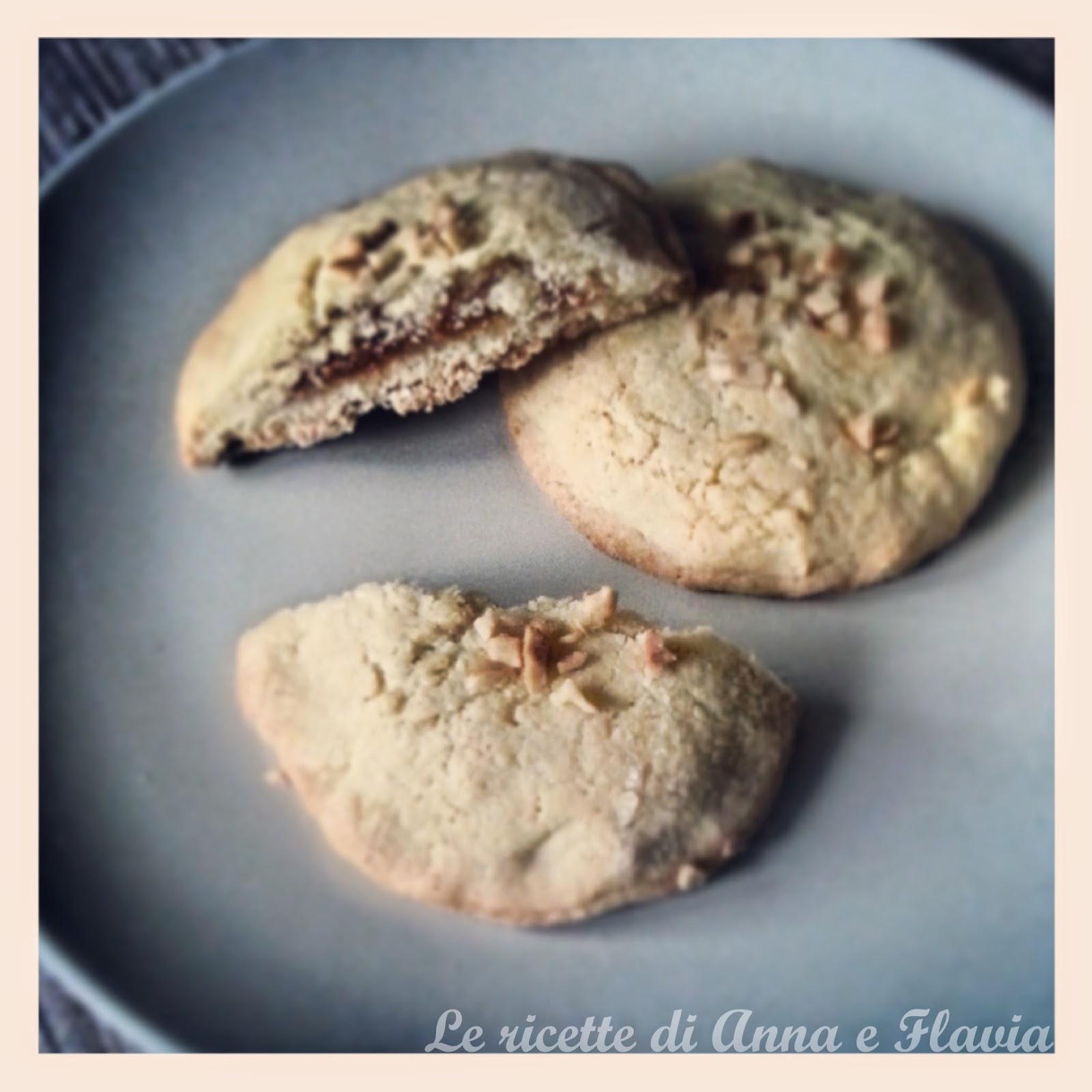 biscotti con frolla alle nocciole e cuore di albicocche