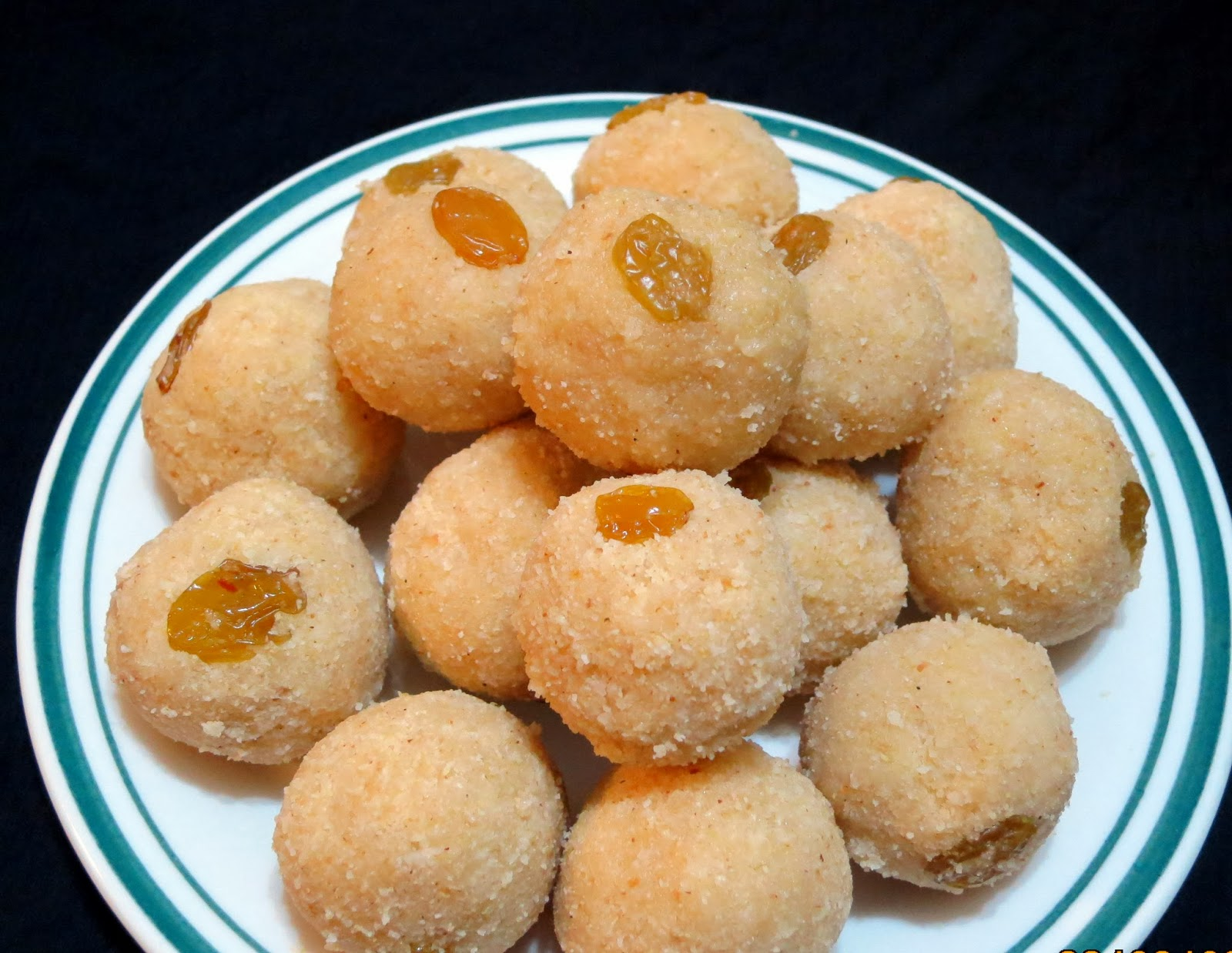 Simply Delicious: Rava and Coconut Laddu