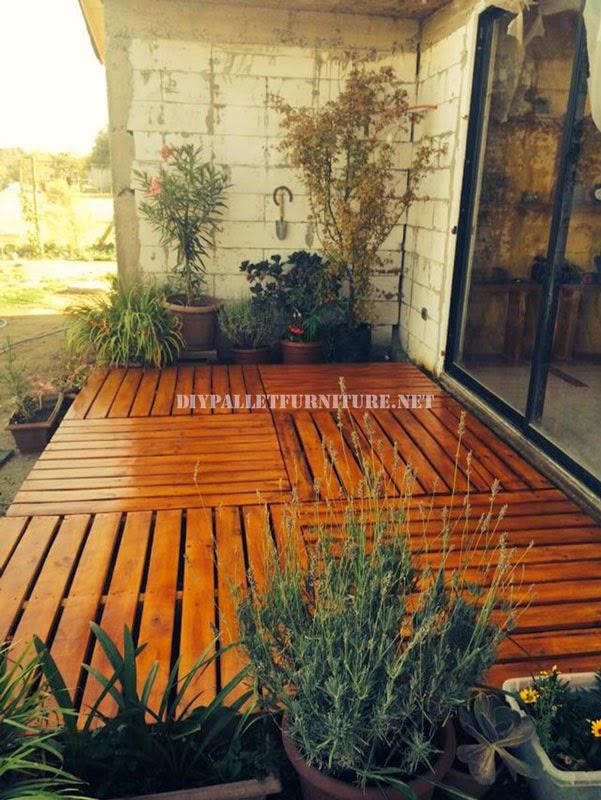 Ejemplos de tarimas construidas con for Reciclar palets de madera paso a paso