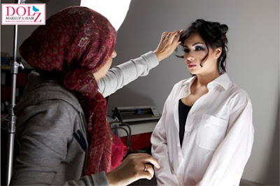 Dolz Make-Up in action on a photoshoot