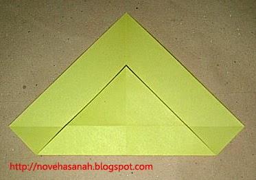 cara melipat kertas origami menjadi bentuk ayam yang sangat mudah sehingga cocok untuk anak TK atau anak SD langkah 6