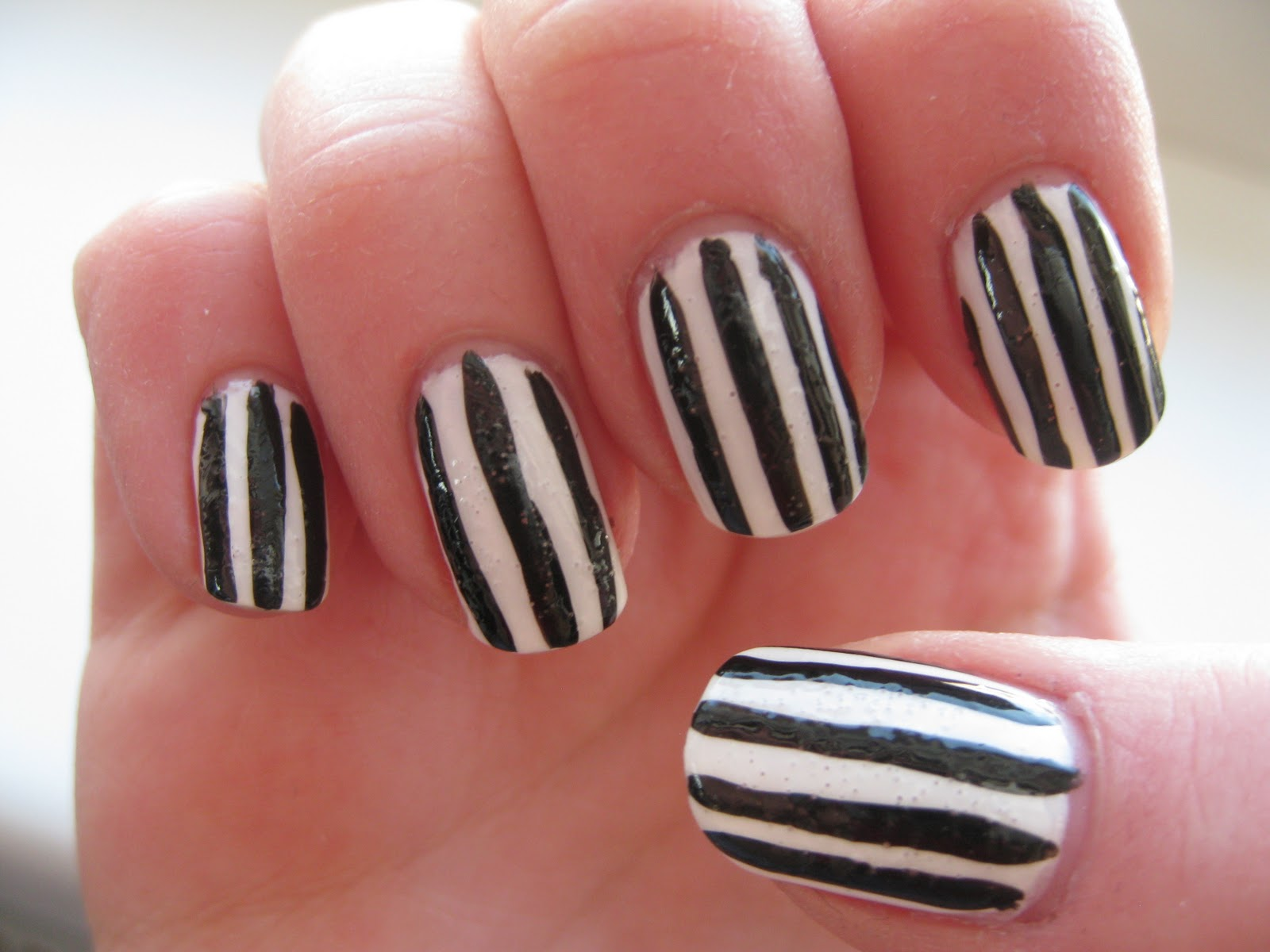 Sandra\'s Nails (not active anymore): Black and White Striped Nails