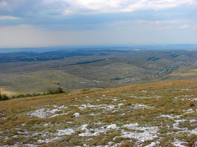 Вид с горы Кара-Тау на нижнее плато Караби-яйлы