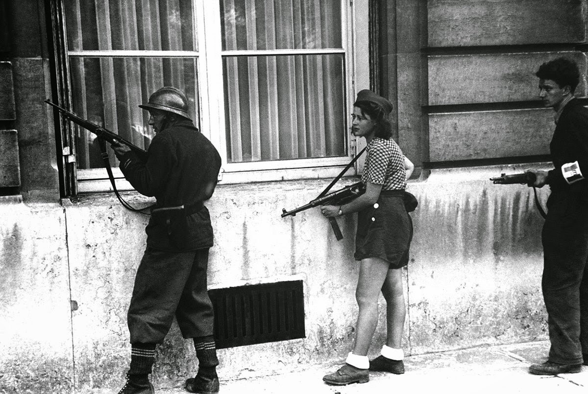 18 year old French Résistance fighter, Simone Segouin, with war name Nicole Minet.  She had come from Chartres to help liberate the capital. Paris, August 19, 1944.