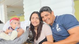 Lorenzo, mamãe Paola e papai