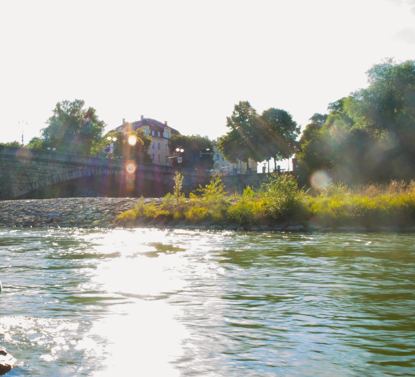 Sommer dahoam: Baden in der Stadt Isar Wittelsbacher Brücke München Minga Munich Englischer Garten Hupsis Serendipity Sommer Lifestyle