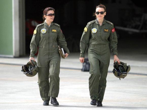 Pilot Wanita dalam Angkatan Bersenjata Turki