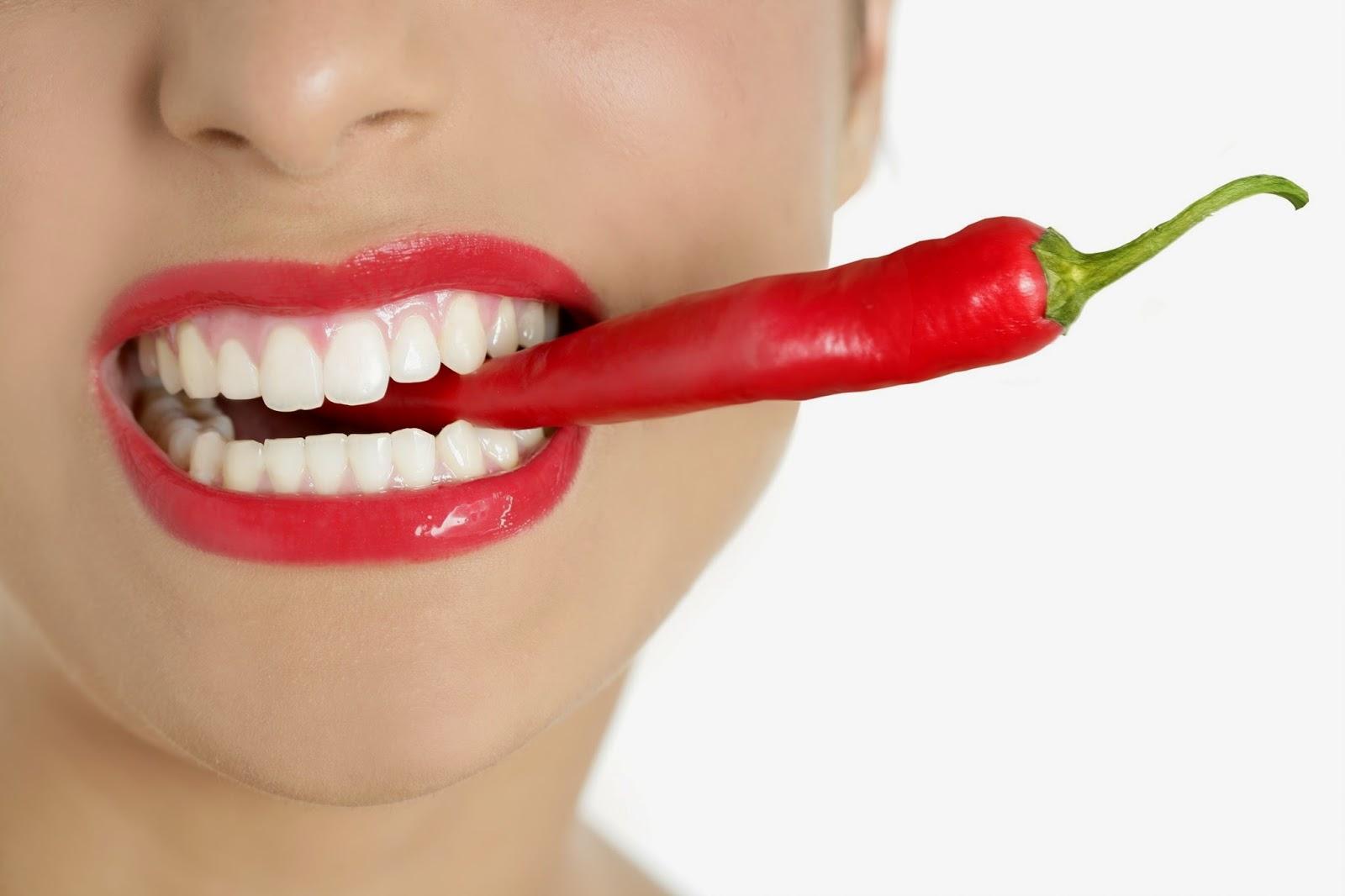 detodounpoco.achl Beautiful-woman-teeth-eating-1