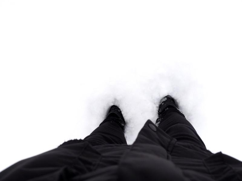 kengät ja lumihanki
