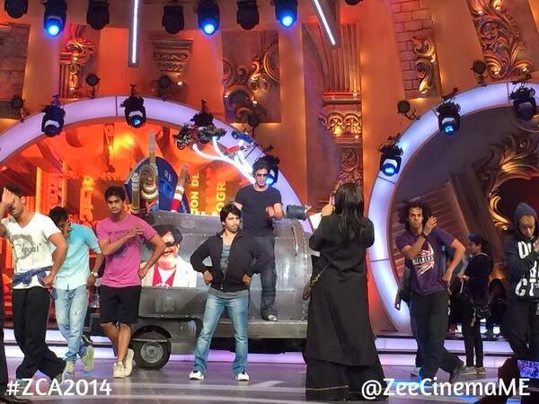 Shah Rukh Khan rehearses for Zee Cine Awards