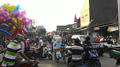 Suasana Pasar Winong H - 2 Menjelang Idul Fitri 1436 H