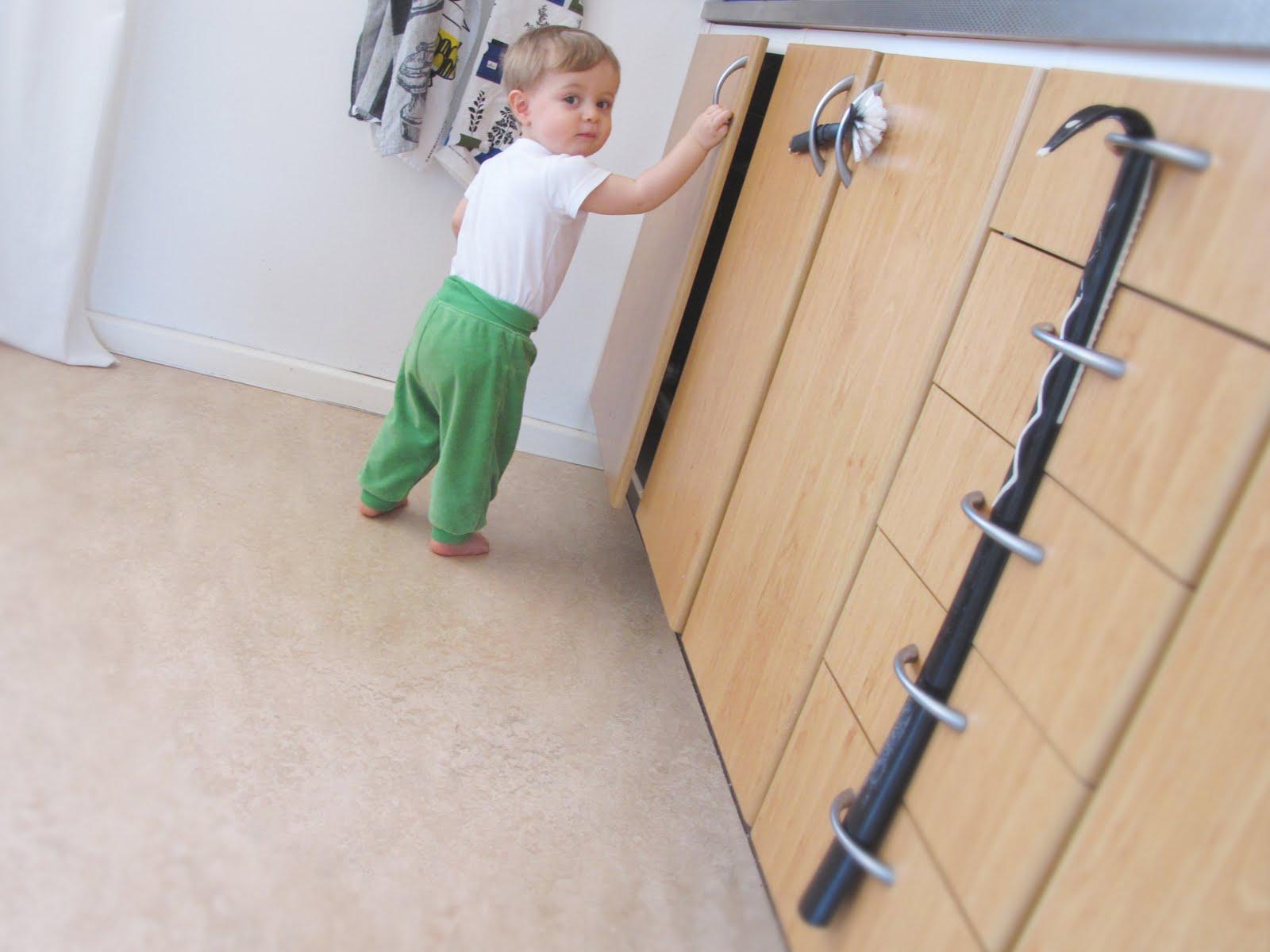 Barnsäkra skåp – Spegel med belysning 8c39d0806bf39
