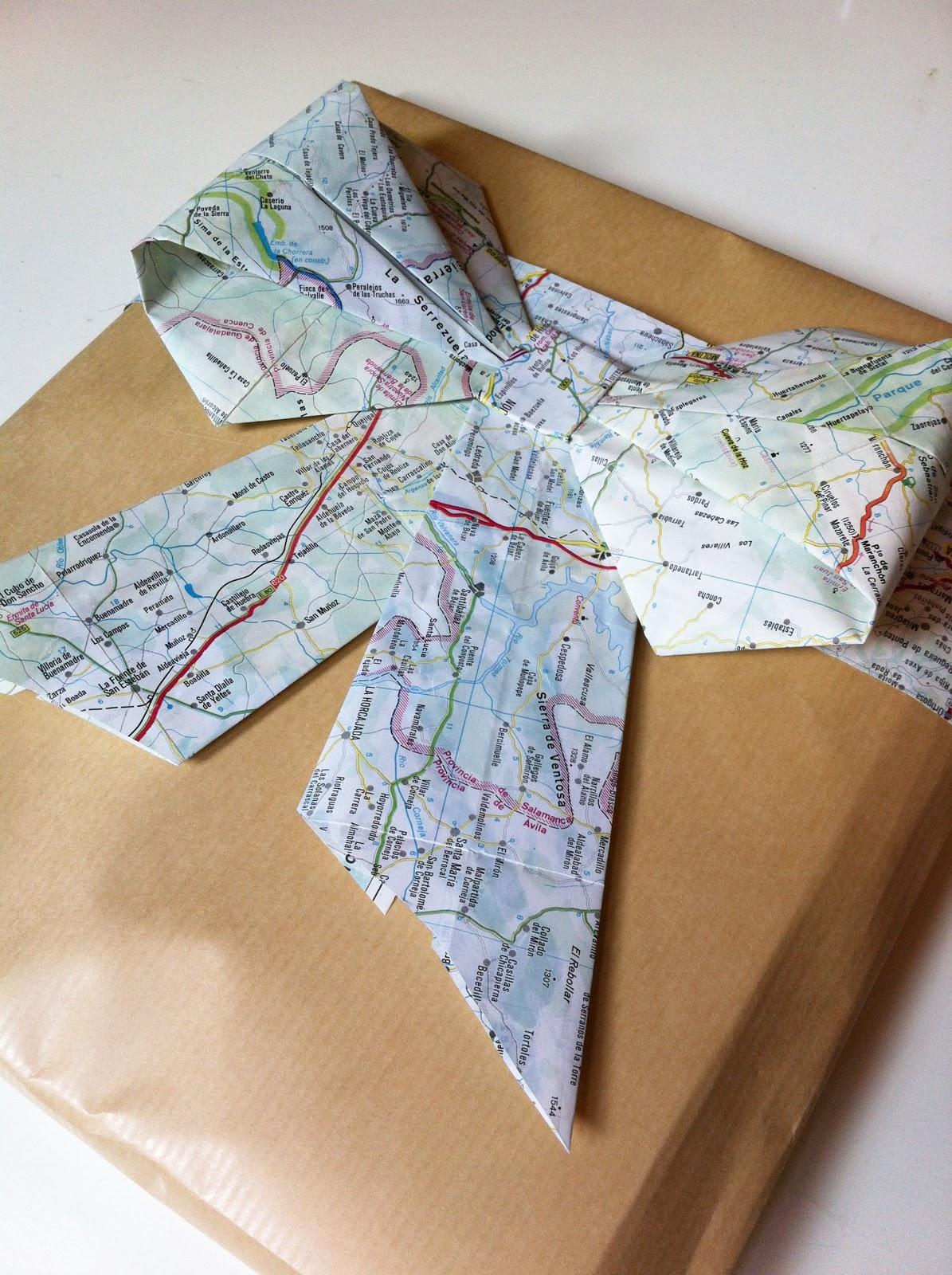 Envolver regalos con papel kraft en Recicla Inventa