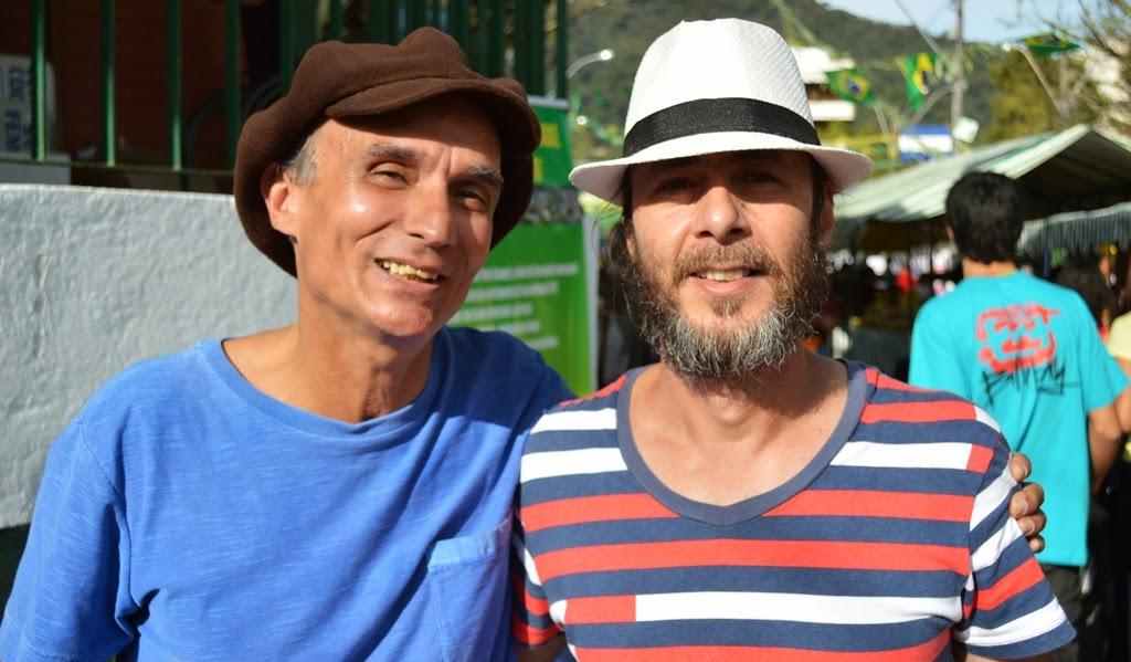 Músicos Gil Windsor e Ayrton Rebello: música de qualidade para os visitantes da Feirinha