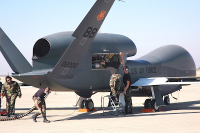 http://4.bp.blogspot.com/-fWqv2iNO0XI/UT4xmR-aP6I/AAAAAAAAHbM/eCo4XZWB1BQ/s1600/drone+RQ-4-Global-Hawk+-+prometheanpost+com.jpg