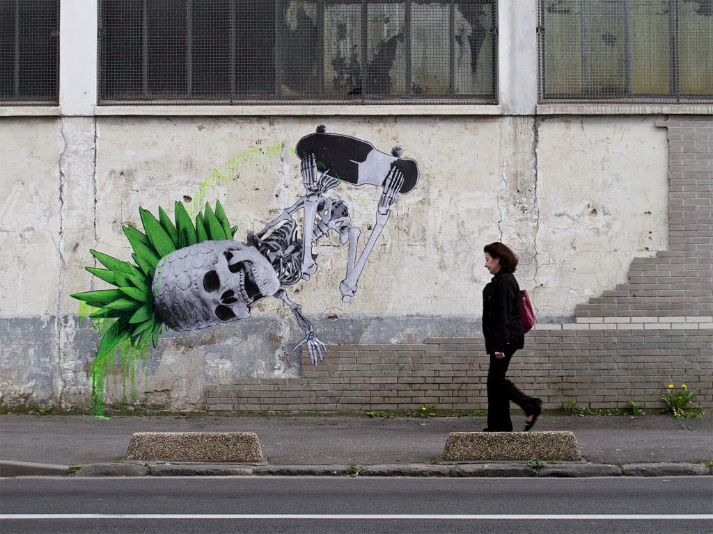 "Freshly back in Europe after his New-York trip, Ludo spent his morning working on ""Invert"", his new street piece somewhere on the streets of Paris. 1"