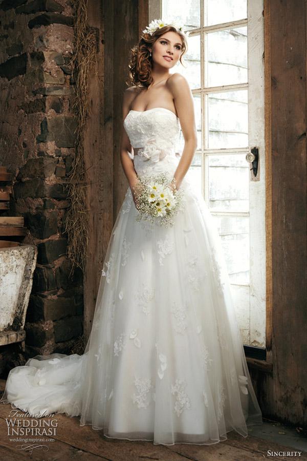 My Wedding Dress: March 2012