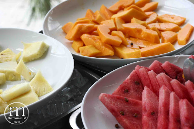 Pineapple, watermelon, papaya slices