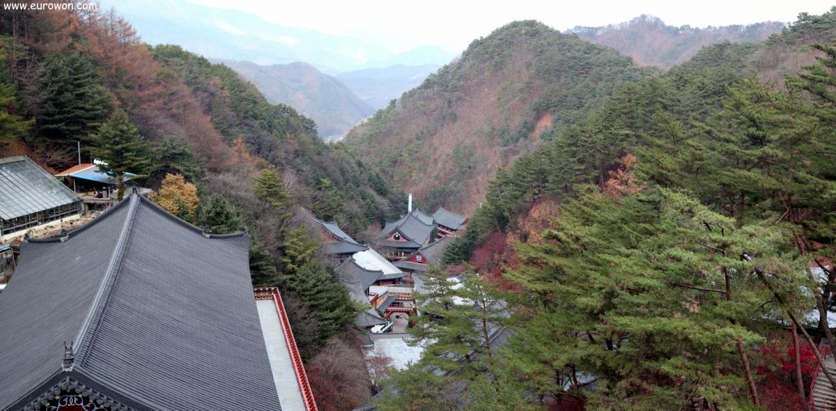 Vista de las construcciones del templo budista Guinsa