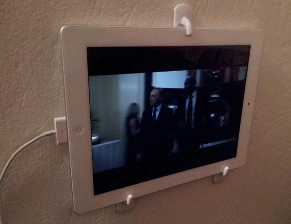 http://4.bp.blogspot.com/-fXUoWLBixTs/VcoTzhLDuPI/AAAAAAAABcU/-roYnWfogVU/s1600/Wall-mount-iPad.jpg