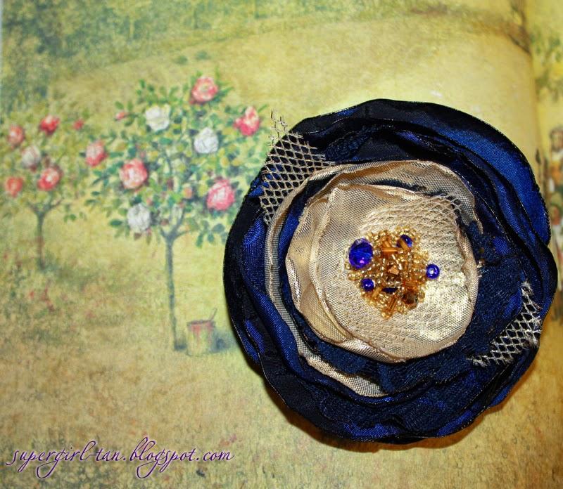 резинка с текстильным цветком