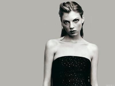 Angela Lindvall Classic Black Wallpaper