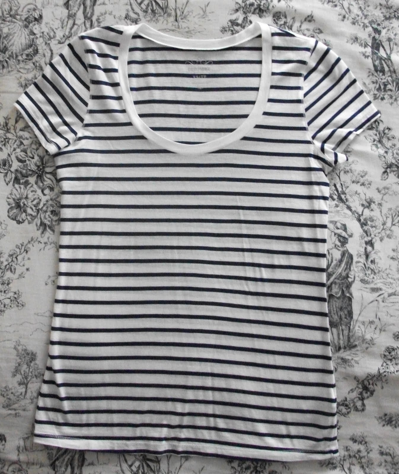 Black t shirt old navy - I Have This In The Blue Stripe Which Is Actually A Deeper Navy Blue Irl Great Little Tee For The Price