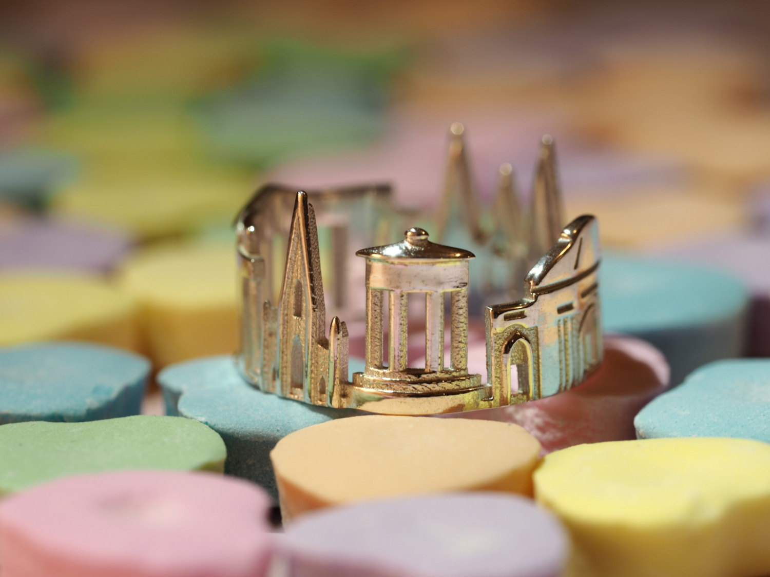 06-Edinburgh-Ola-Shekhtman-Memories-contained-in-Architectural-Cityscape-Skyline-Rings-www-designstack-co