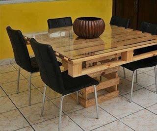 Mesa de Comedor con Palets Reciclados