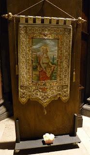 stendardo con S. Elisabetta d'Ungheria_Fraternità OFS-santuario S. Antonio_Milano