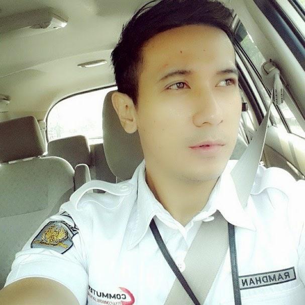 Foto Yudi Ramdhan si Petugas KRL Commuter Ganteng