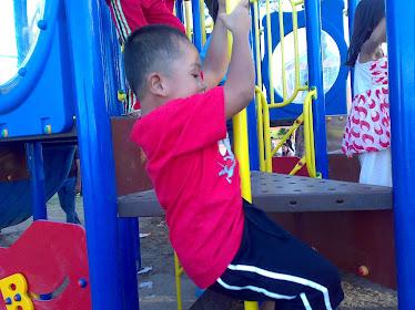 Arif main di Taman Permainan